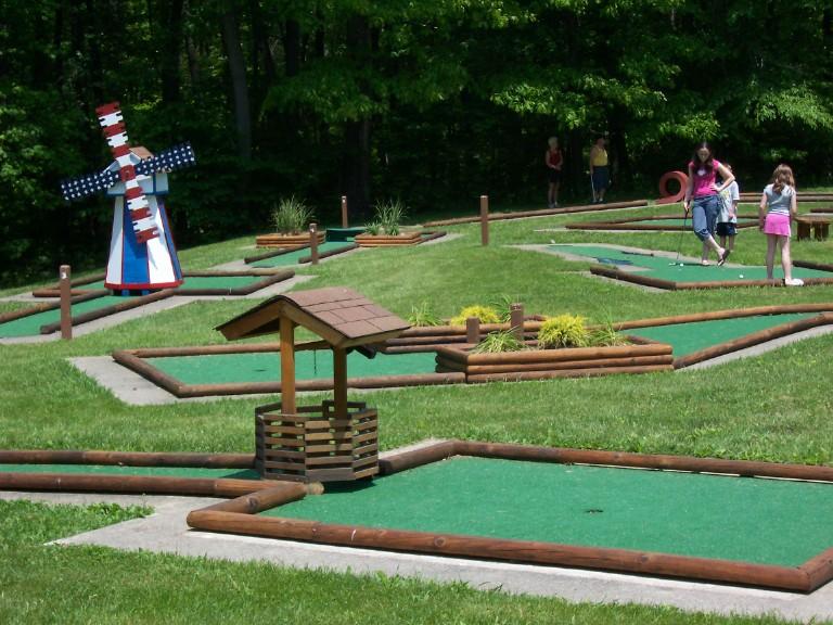 miniature golf at roaring run